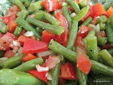 Bohnensalat mit Paprika und Tomaten