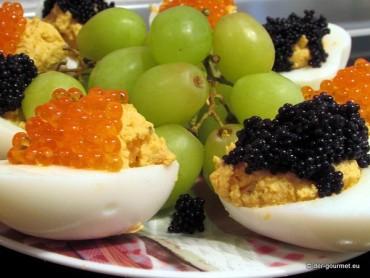 Fingerfood für Silvester mit gefüllten Eiern und Kaviar