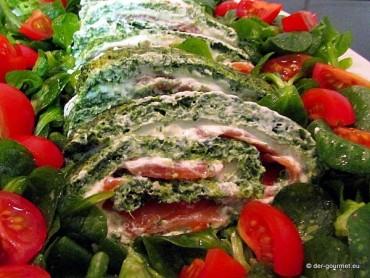 Spinat Lachs Roulade mit Feldsalat