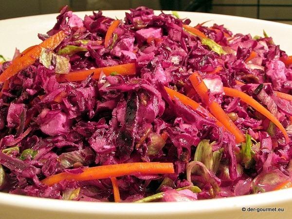 Pikanter Rotkohlsalat mit Feta