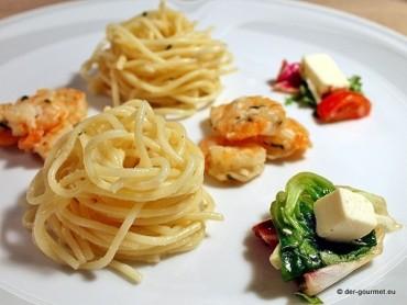 Spaghetti mit Weißwein-Sahnesauce und Garnelen