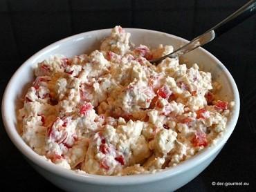 Feta Creme mit Paprika und frischen Kräutern
