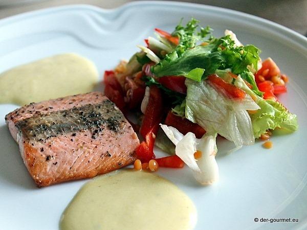 Wildlachsfilet mit grünen Salat
