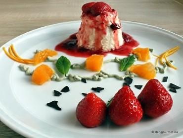 Vanille Flammeri mit Erdbeeren und Minz Creme
