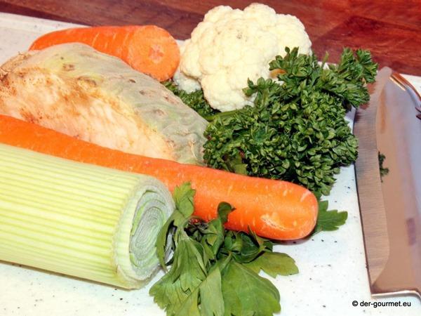Rindfleischsuppe mit frischen Gemüse