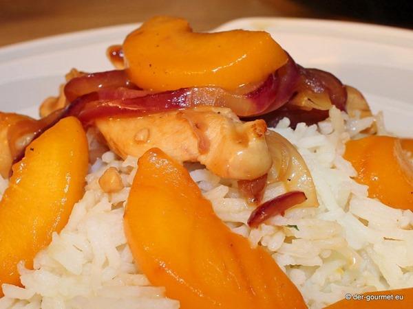 Hähnchen süßsauer mit Pfirsich und Cashewkernen