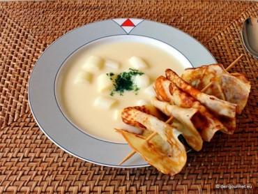 Spargelcremesuppe mit Pannenkoeken