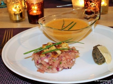Cazpacho mit Thunfischtatar und Olivenpesto