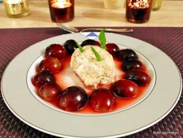 Grappa-Mousse mit marinierten Trauben