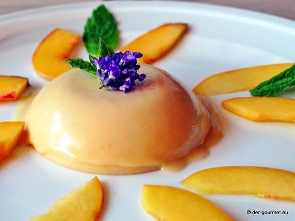 Lavendel Panna Cotta mit Pfirsichsalat