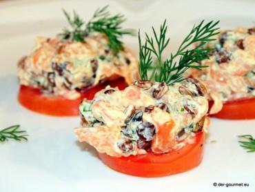 Linsen Lachs Tatar auf Tomaten
