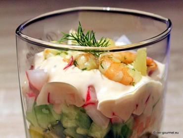 Gurken-Radieschen-Cocktail mit Garnelen