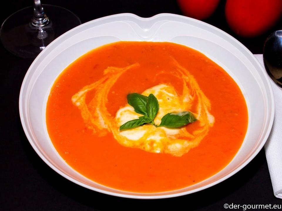 Tomatensuppe mit Gin und Parmesan Coustard